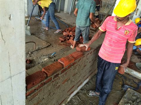 How to build a brick wall - Bricklaying in Construction