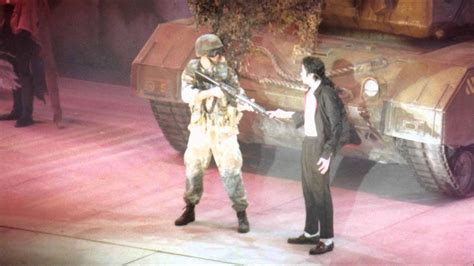 Michael Jackson - Earth Song (Live In Brunei - HIStory