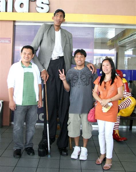 Top 10 Tallest Men Who Are Still Alive