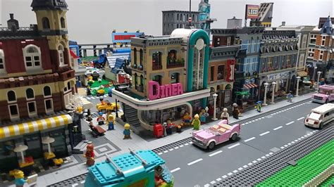 Placing Downtown Diner - LEGO City Mini Update - Set 10260