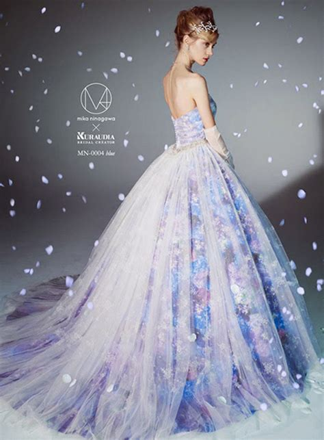Ice Queen Style! 25 Stunning Wedding Dresses For Winter